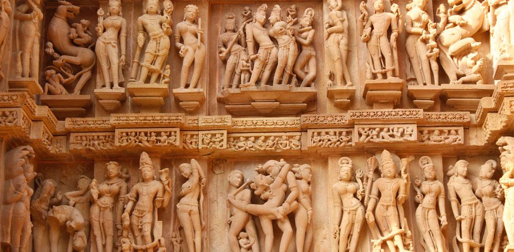 Kamasutra figuresin Khajuraho
