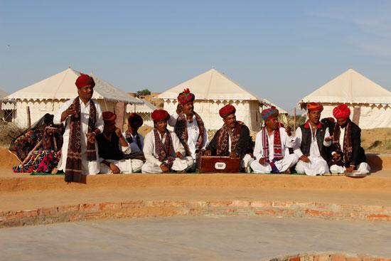 Mangniyar folk singers